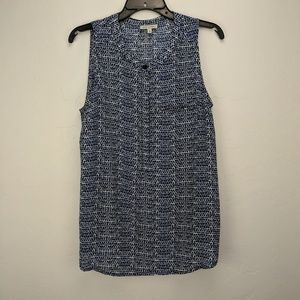 🎰 2/$20 blue white & black sleeveless blouse